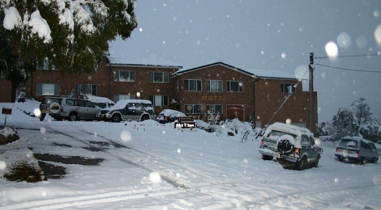 Snow covers the terrain at Jindabyne. - ABC News (Australian ...
