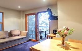 Frueauf Village, Falls Creek, Athena Apartment - Dining