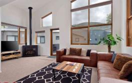 Snow Stream 10, Thredbo - 4 BD/3BA/8 Guests