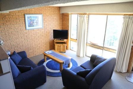 Blue Gums 1, Jindabyne - Lounge Room