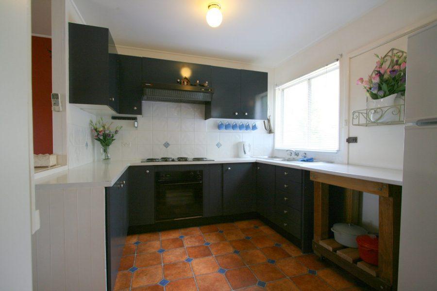 14 Cobbon Cres, Jindabyne - Kitchen