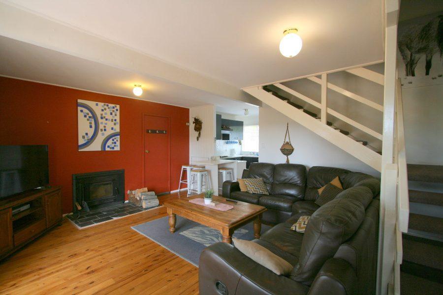 14 Cobbon Cres, Jindabyne - Lounge Room