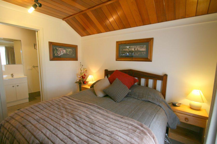 14 Cobbon Cres, Jindabyne -  Master Bedroom
