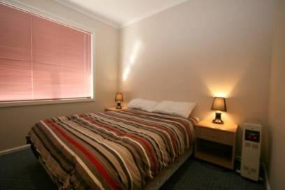 2 Munyang St, Jindabyne - Bedroom 1