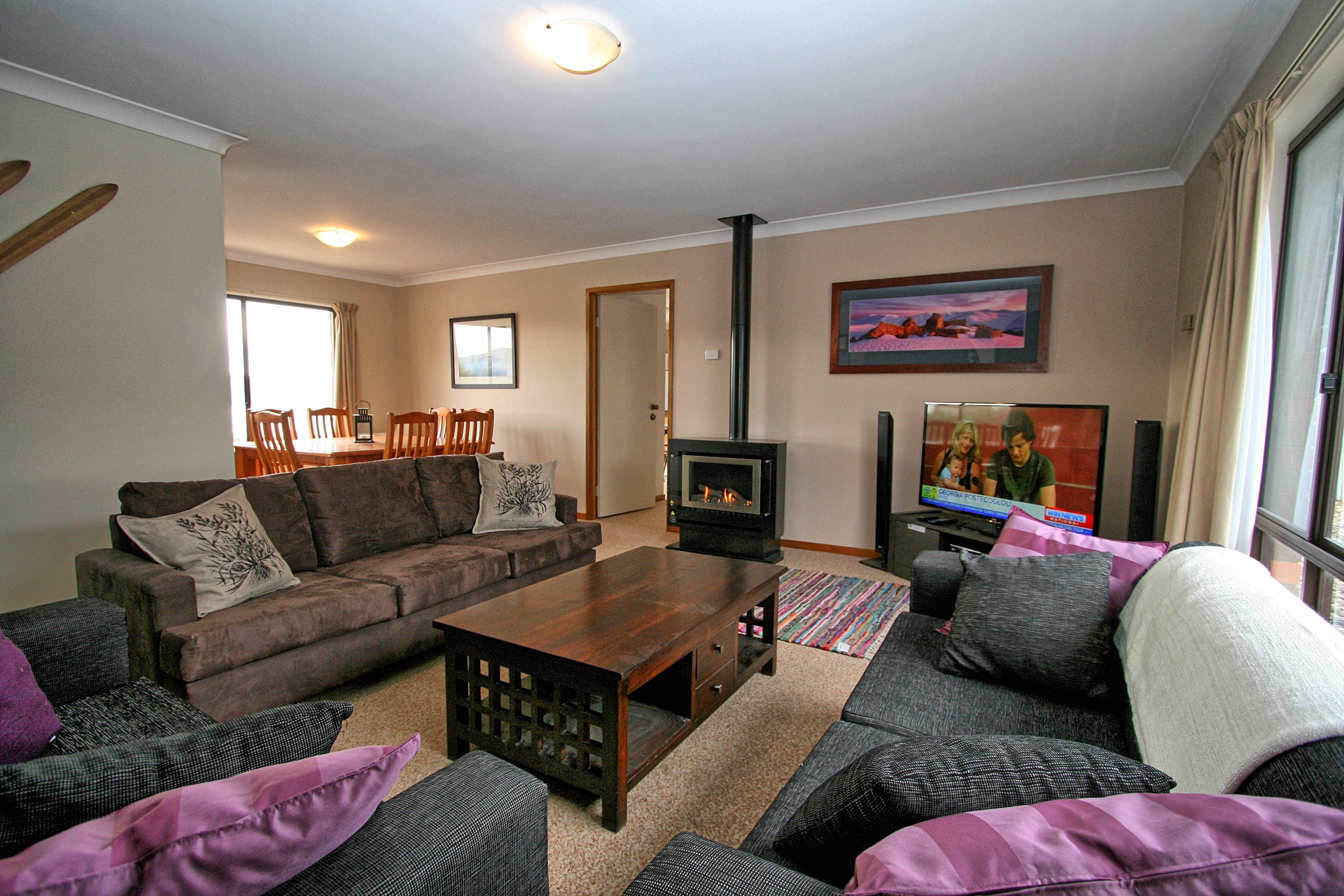 2 Strzelecki Place, Jindabyne - Lounge