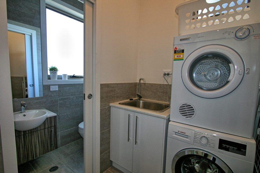 43a Twynam St, Jindabyne - Laundry