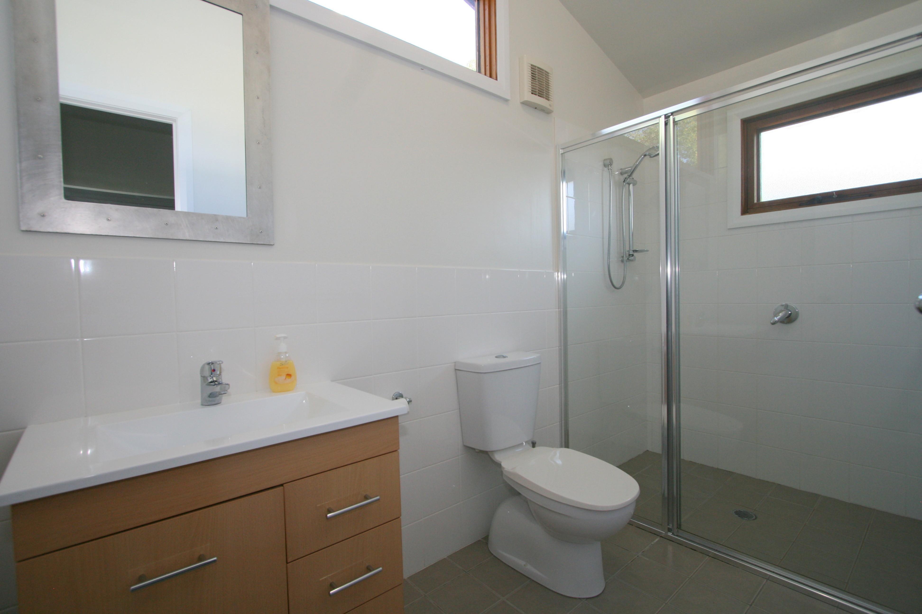 Crickers, Jindabyne - Bathroom 1