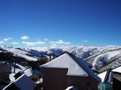 Absollut 4, Hotham - View