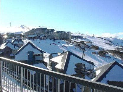 Absollut 7, Hotham - View