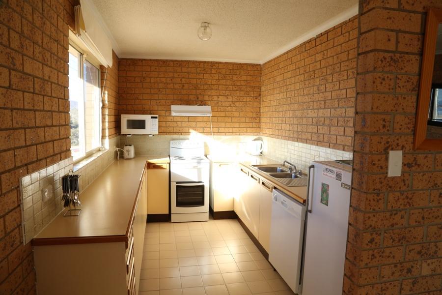 Alto Vista 6, Jindabyne - Kitchen
