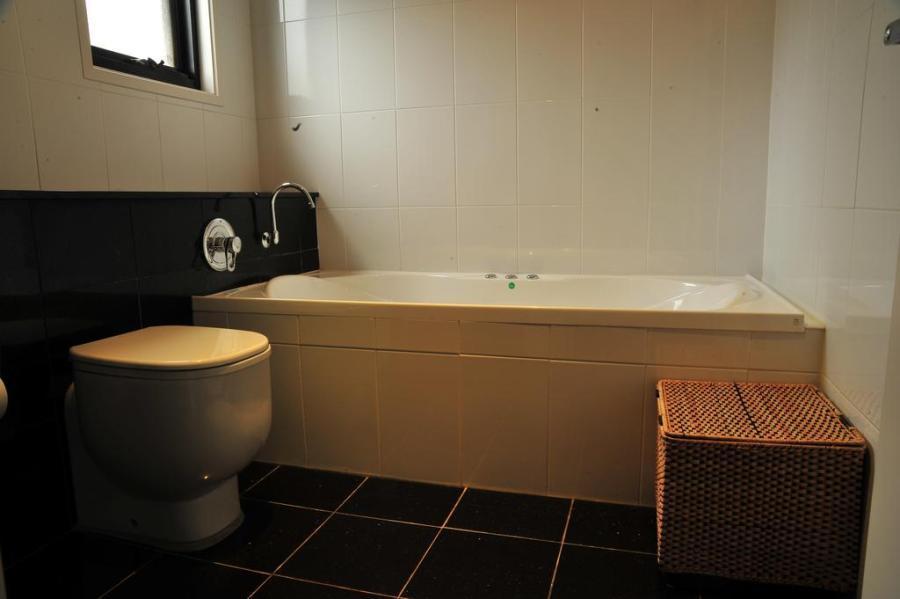 Angala 2, Thredbo - Bath