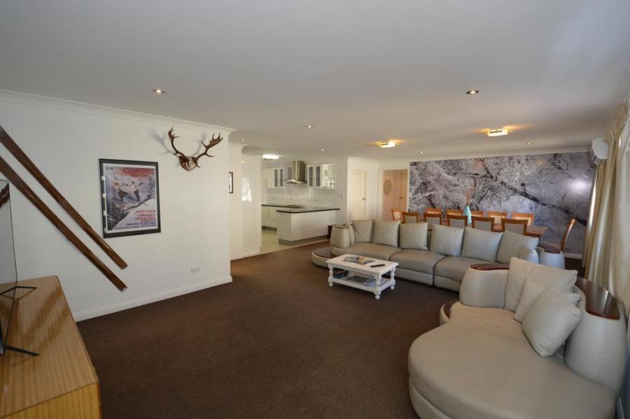 Antlers, Jindabyne - Lounge