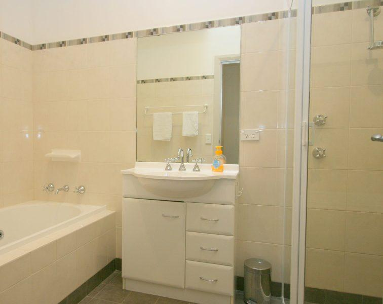 Banjos Way 1, Jindabyne - Bathroom 3