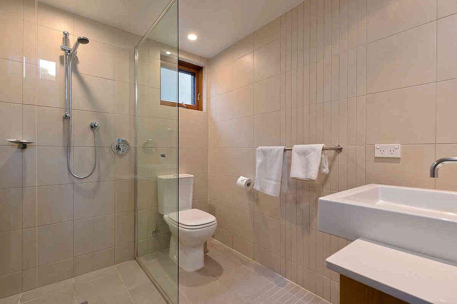 Boronia 5, Jindabyne - Bathroom