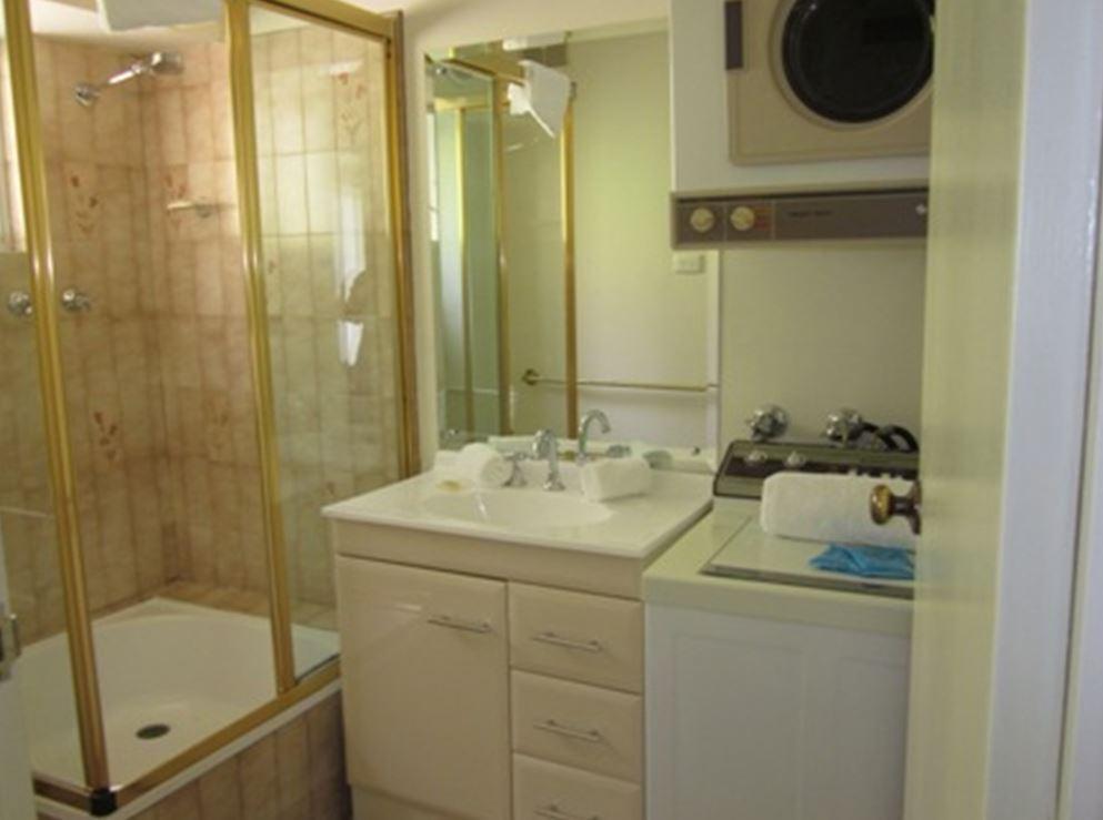 Bobuck 3B, Thredbo - Bathroom