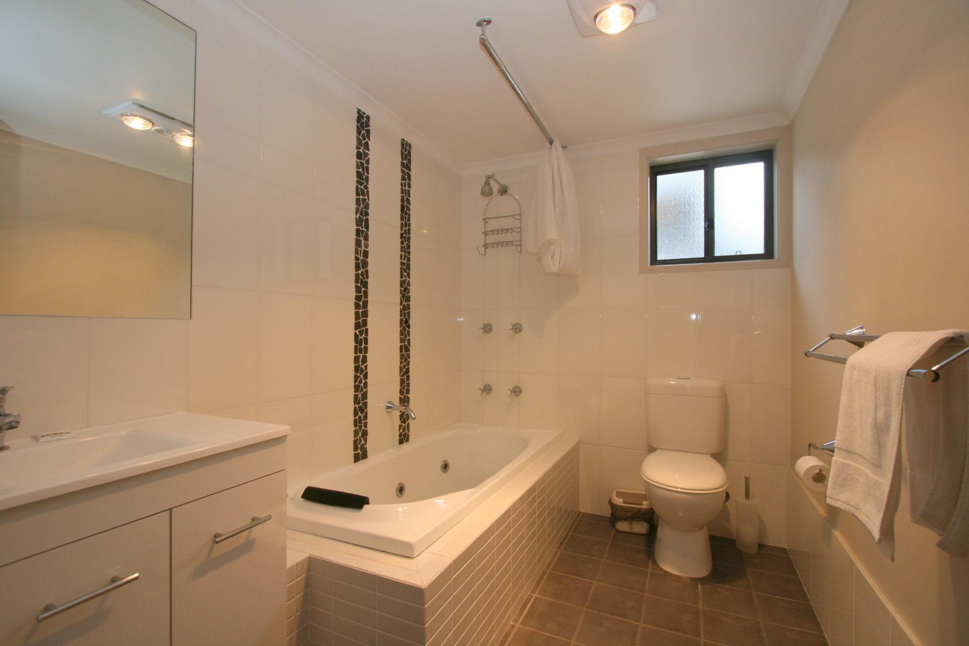 Boronia 4, Jindabyne - Bathroom 1