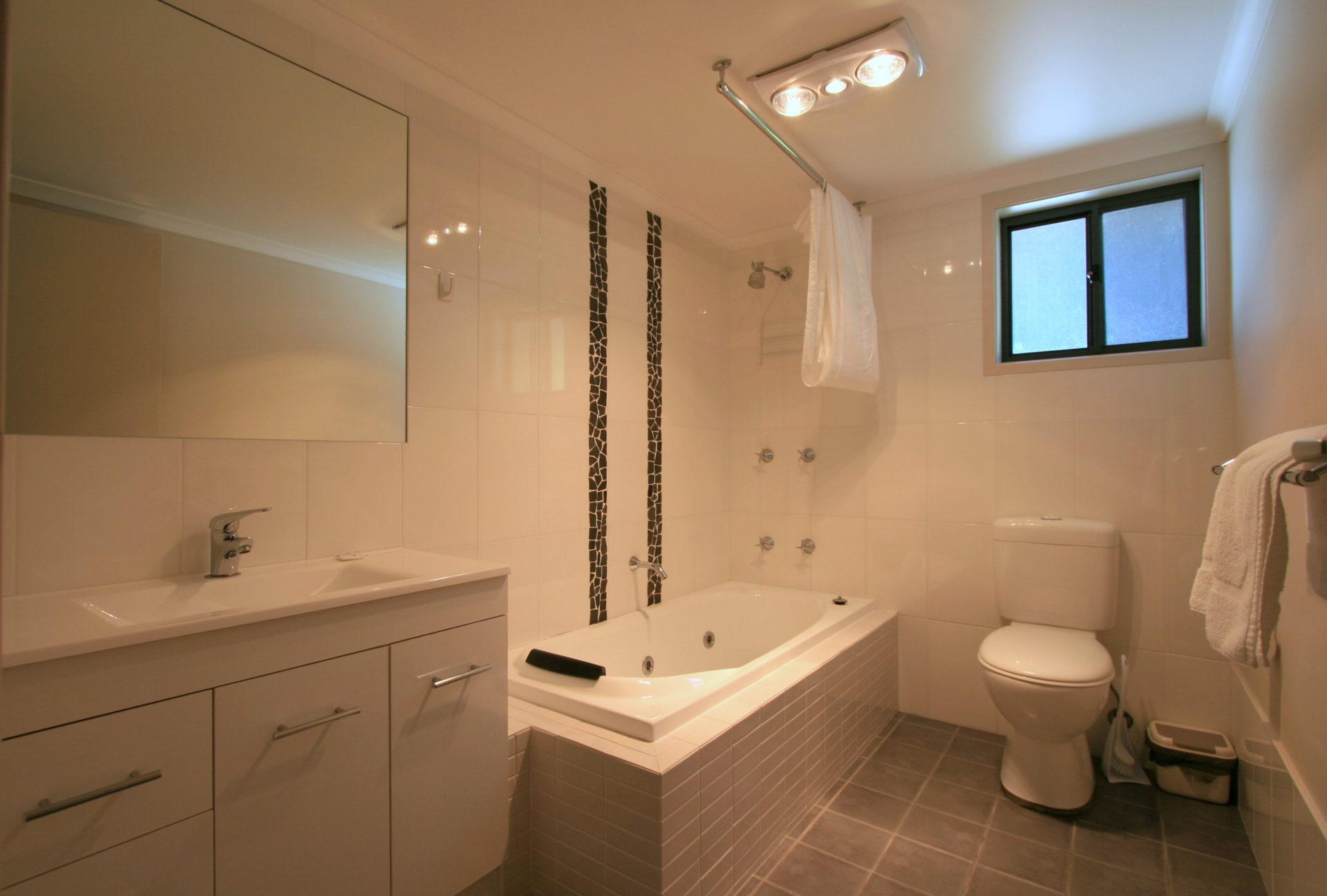 Boronia 6, Jindabyne - Bathroom 1