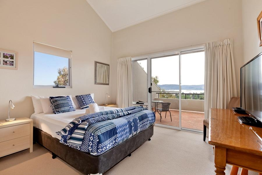 Cascades 18, Jindabyne - Bedroom 1