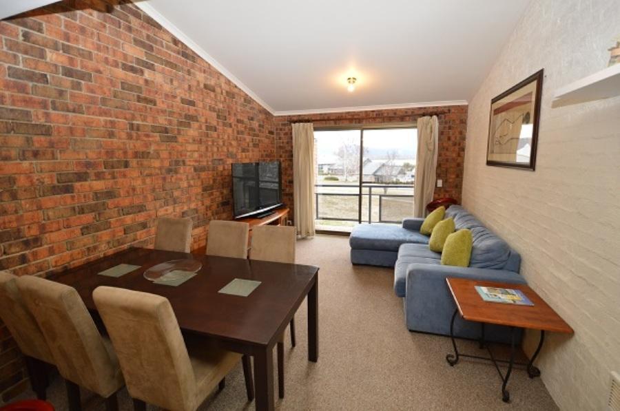 Ellswood 6, Jindabyne - Living Room