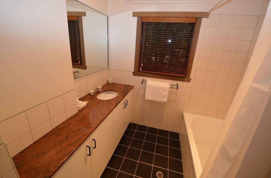 High Plains, Thredbo - Bathroom