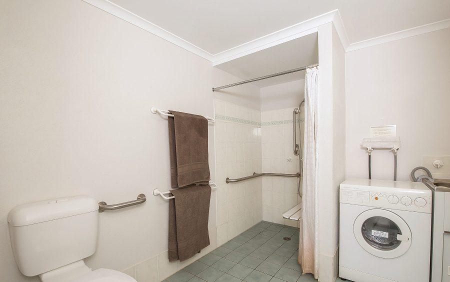 Horizons 518, Jindabyne - Bathroom and Laundry