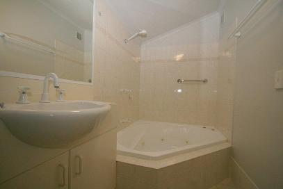 Horizons 219, Jindabyne - Bathroom