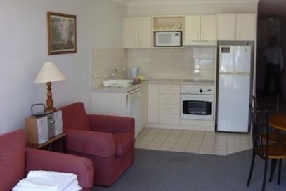 Horizons 406, Jindabyne - Kitchen