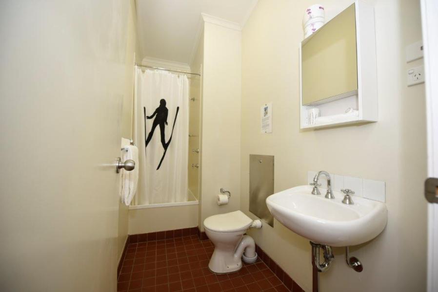 Karas 7, Thredbo - Bathroom