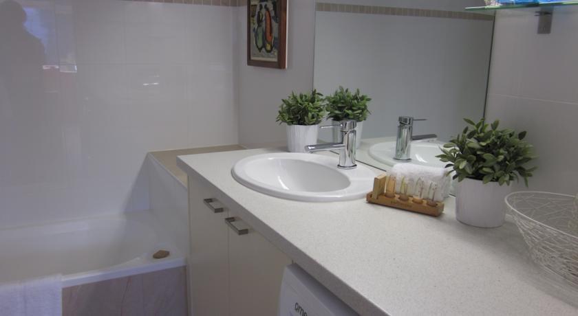 Karoonda 1, Thredbo - Bathroom