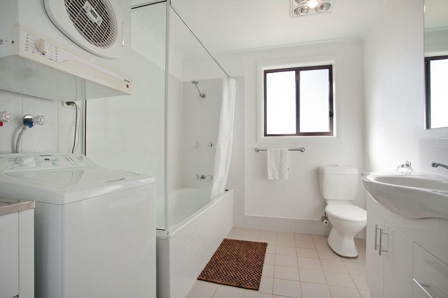 Kestrels Rest 2, Jindabyne - Bathroom, Laundry