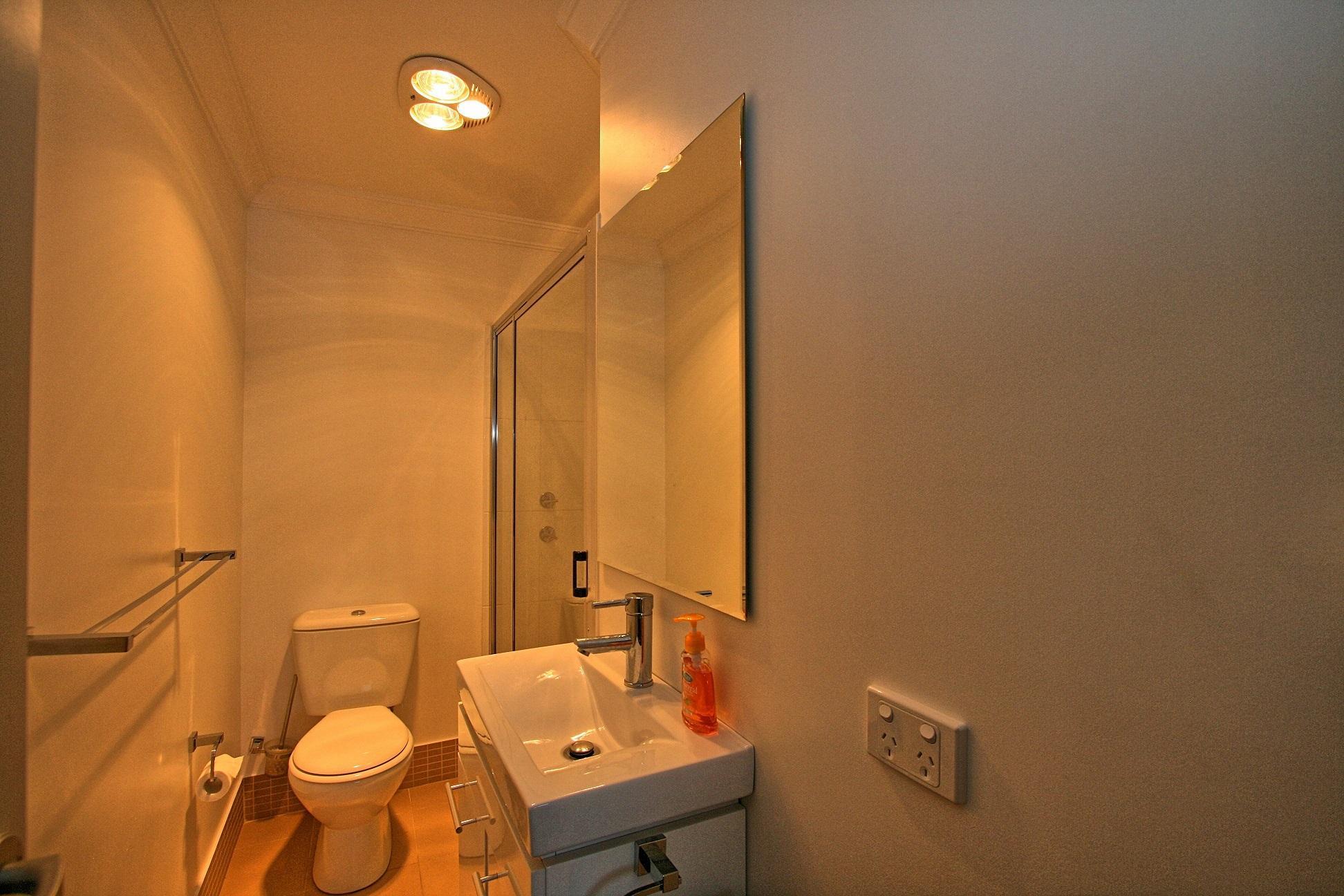 Khione 3, Jindabyne - Toilet