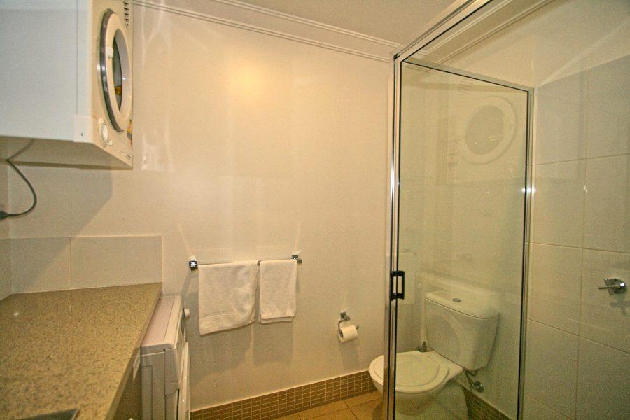 Khione 5, Jindabyne - Bathroom & Laundry