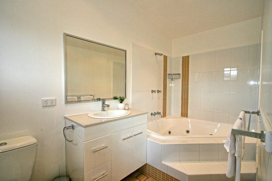 Khione 5, Jindabyne - Bathroom