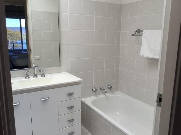 Kooringa 12, Jindabyne - Bathroom