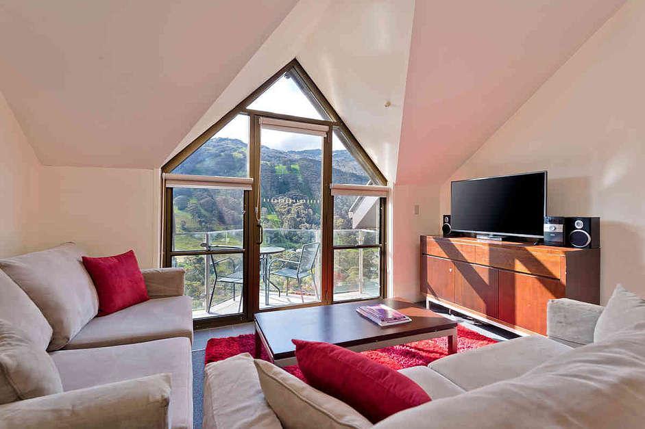 Lantern 30, 1 Bedroom Apartment with Balcony