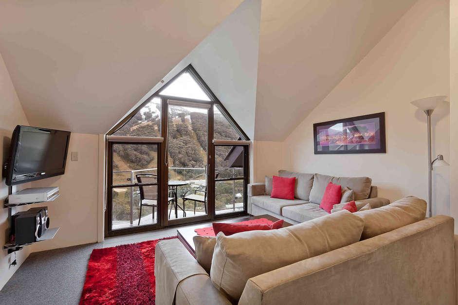 Lantern 33, 1 Bedroom Apartment with Balcony