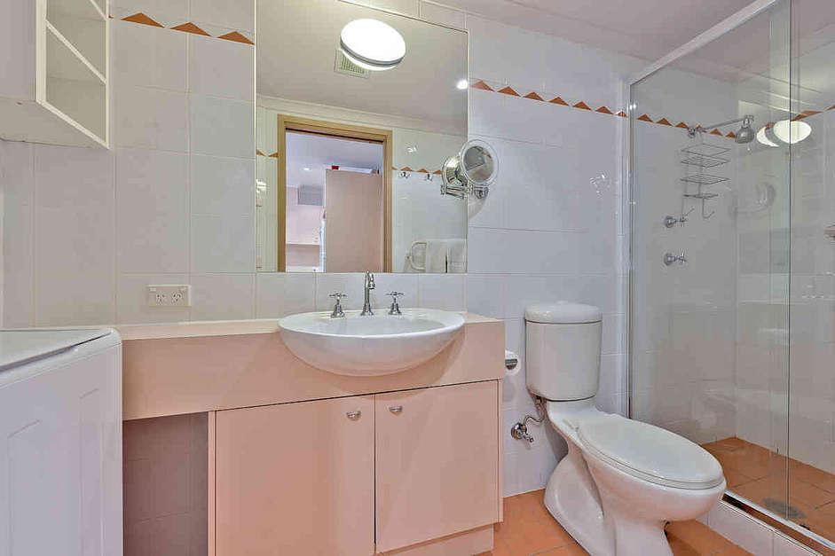 Lhotsky 8, Thredbo - Bathroom & Laundry
