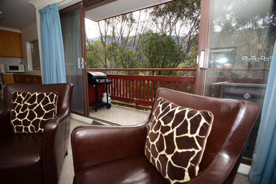 Mowamba E4, Thredbo - Lounge & Balcony