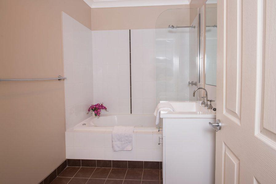 Maison Noir 2, Jindabyne - Bathroom 2