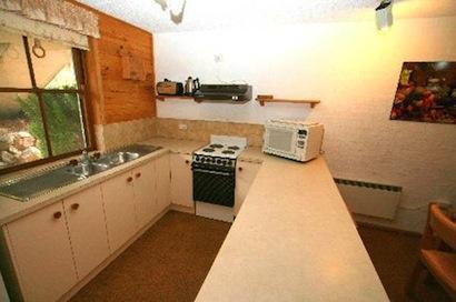 Misty Gables 2, Jindabyne - Kitchen