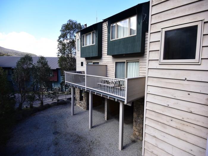 Mountain Vista 2, Thredbo - onsite parking