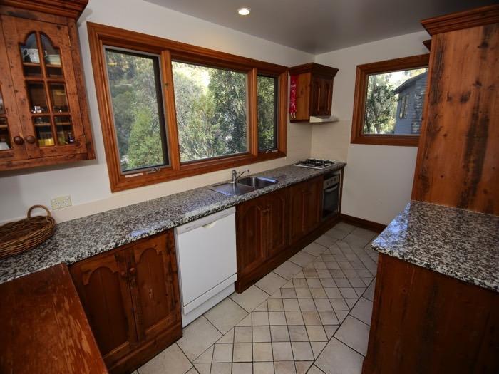 Mountain Vista 2, Thredbo - Kitchen