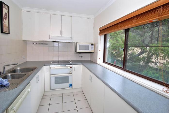 Mowamba D2, Thredbo - Kitchen