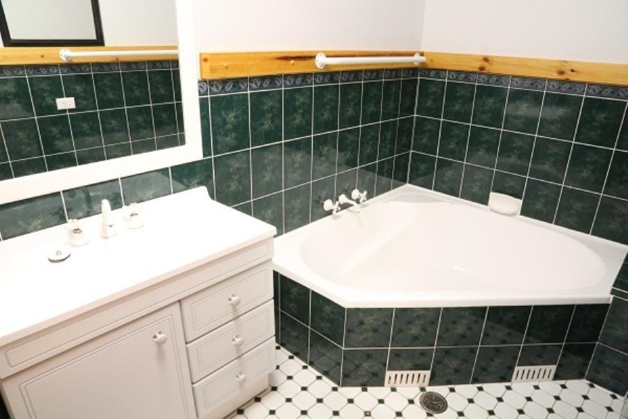 Nettin View 4, Jindabyne - Bathroom