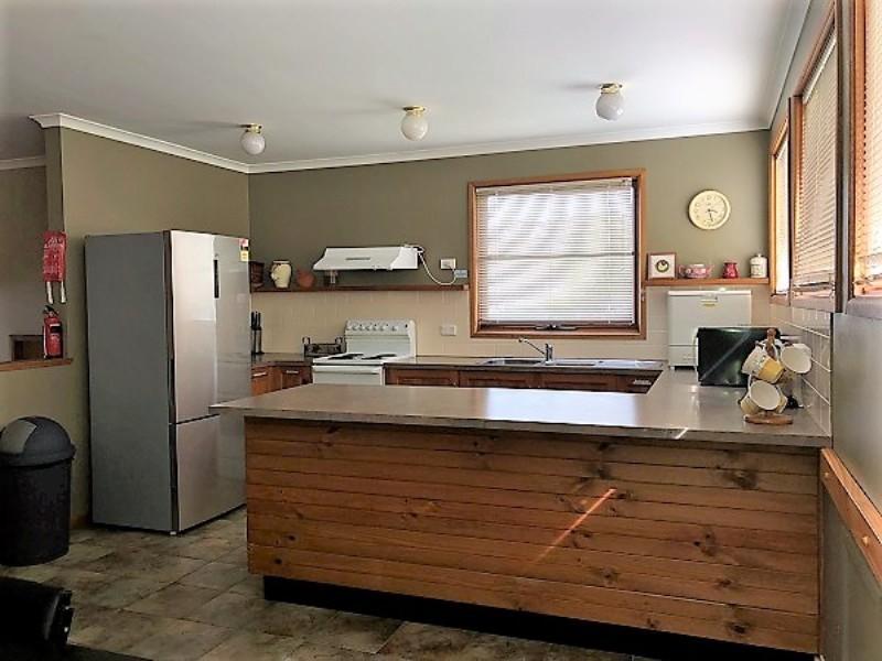 Nettin View 4, Jindabyne - Kitchen