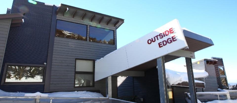 Outside Edge, Hotham
