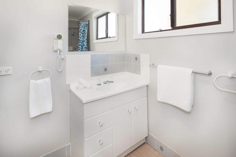 Petersdorf 1, Jindabyne - Main Bathroom