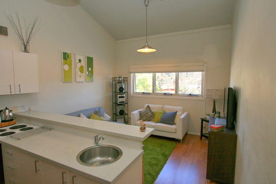 Razorback 13, Jindabyne - Kitchen & Living