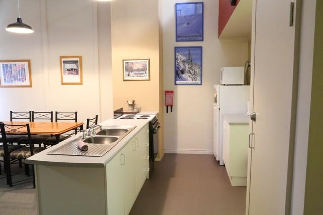 Razorback 2, Jindabyne - Kitchen & Dining
