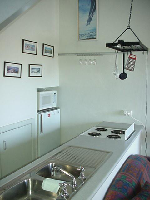 Razorback 3, Jindabyne - Kitchen